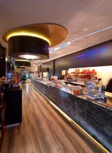Barový pult v cukrárně Dolci...